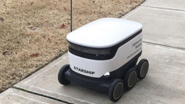 ABD'de yemek servislerini kurye robotlar yapıyor