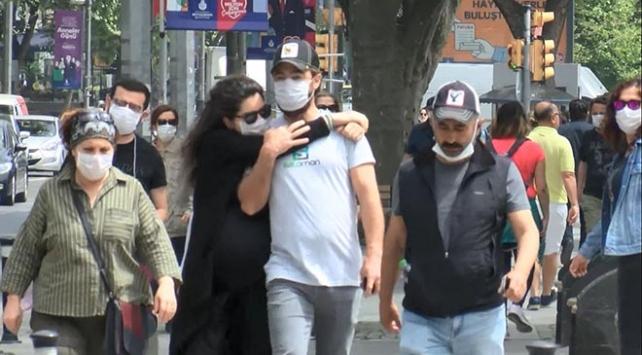 Kimi maskesiz, kimisi mesafesiz... Bağdat Caddesinde dikkat çeken kalabalık