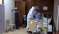 Hasta bakıcılar ve temizlik görevlileri COVID-19 ile mücadelede ön cephede