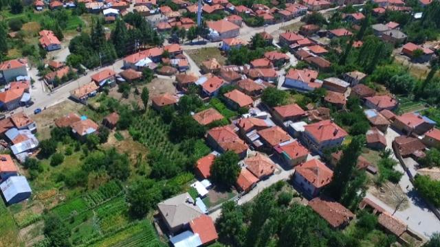 Mahalleleri Konya'da ama hayatları Isparta'da geçiyor
