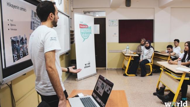 """TRT'nin """"Gençler için Gazetecilik"""" Projesi online eğitimlerine başladı"""