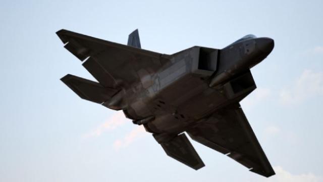 ABD'de F-22 savaş uçağı düştü
