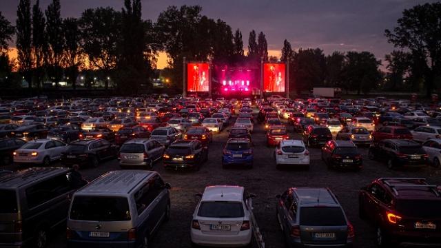Çekya'da COVID-19 tedbirleri kapsamında ilk açık hava konseri