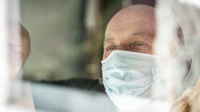 Bilim insanları araştırdı: Maske virüsün yayılmasını yüzde 60 azaltıyor