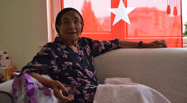 """91 yaşındaki Suna nineden """"19 Mayıs"""" şiiri"""
