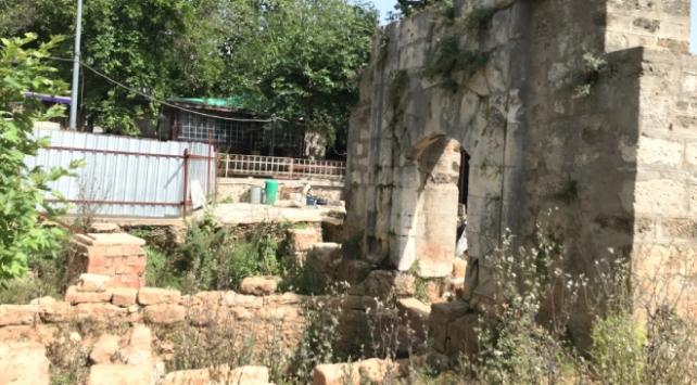 Yivli Minarede 40 mezar bulundu