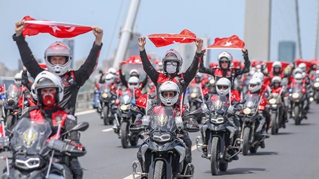 Motorize polis ekiplerinden 19 Mayıs'a özel şehir turu