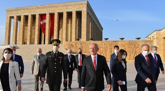 CHP lideri Kılıçdaroğlu Anıtkabiri ziyaret etti