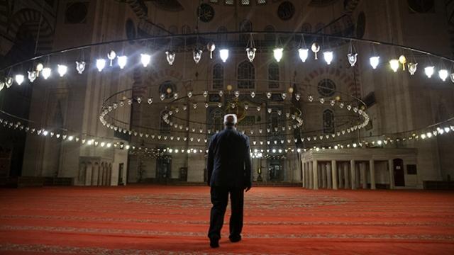 Süleymaniye Camii'nde Kadir Gecesi hüznü