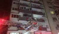 İzmir'de 9 katlı binada yangın