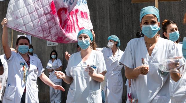 Pariste sağlık çalışanlarından protesto gösterisi