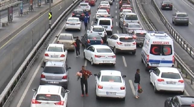 İstanbulda seyyar satıcılar yeniden yollarda