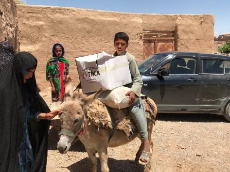 TİKAdan Afganistanda ihtiyaç sahibi ailelere 40 ton gıda yardımı