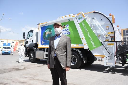 Kayseride çöp, pil ve evsel yağ atıklarını ayrıştıran araç hizmete sunuldu