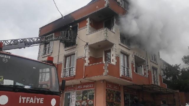 Evlerinde yangın çıkan 4 kişiyi itfaiye ekipleri kurtardı