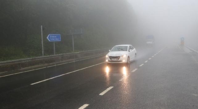 Bolu Dağında sis ve sağanak etkili oldu