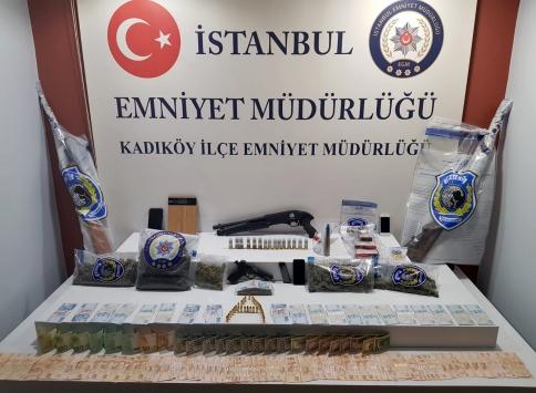 İstanbulda uyuşturucu sattıkları iddiasıyla yakalanan 8 kişiden 2si tutuklandı