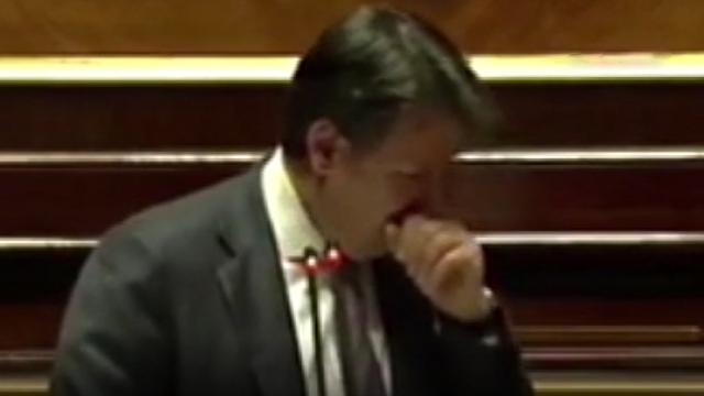 Parlamentoda öksüren İtalya Başbakanı Conte'ye 'Maske tak' uyarısı