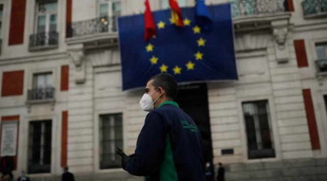 İspanyada son 24 saatte 56 ölüm
