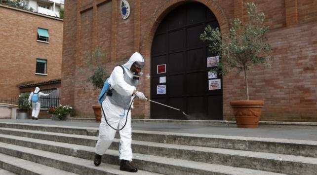İtalyada 130 kişi daha hayatını kaybetti