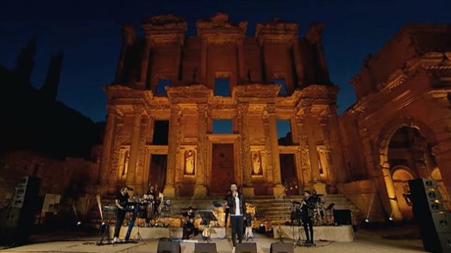 """""""Evde Bayram Konserleri""""nin dördüncüsü Efes Antik Kentinde gerçekleşti"""
