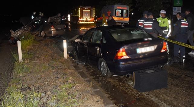 Aksarayda otomobiller çarpıştı: 1 ölü, 3 yaralı