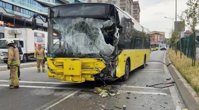 Pendikte otobüsle sulama tankeri çarpıştı: 9 yaralı