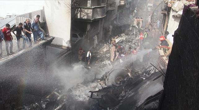 Pakistandaki uçak kazasında 2 kişi dışında kurtulan olmadı
