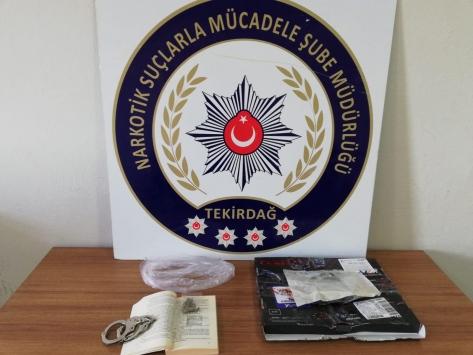 Tekirdağda içine esrar gizlenmiş kitabı kargodan almaya gelen kişiye gözaltı