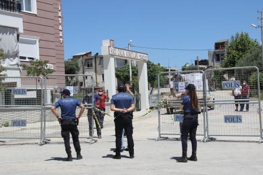 Antalyada karantinaya alınan mahallede gıda paketi dağıtıldı