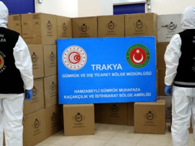 Türkiyeye giriş yapan tırda milyonlarca makaron ele geçirildi