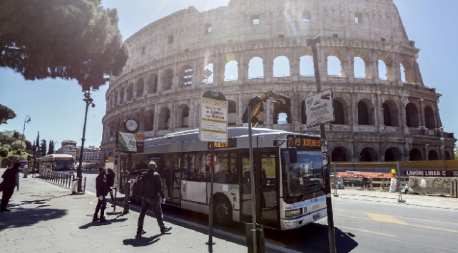 İtalyada son 24 saatte 119 kişi hayatını kaybetti