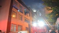 İstanbul'da 4 katlı binanın çatısında yangın