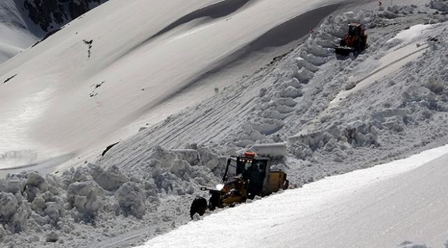 Mayıs ayında karla mücadele sürüyor