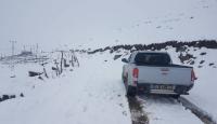 Karda mahsur kalan 14 çoban ve sürüleri kurtarıldı