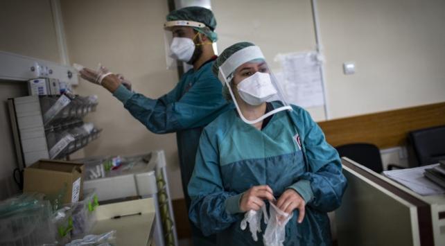 Pandemi hastanesinde sağlıkçıların bayram nöbeti