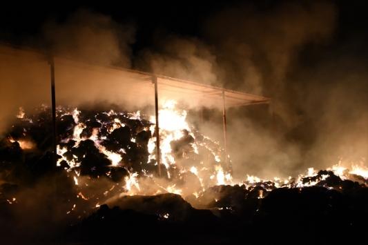 Aydında samanlık yangını