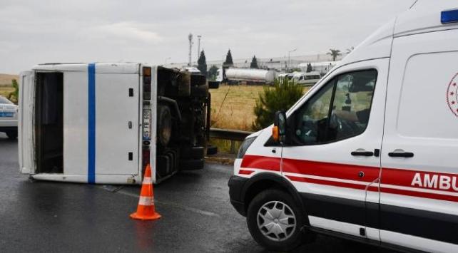 İzmirde tarım işçilerini taşıyan minibüs devrildi: 5 yaralı