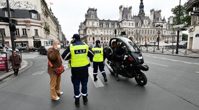 Fransada Covid-19 vaka sayısı 220 bine yaklaştı