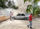 Adliye bahçesinde yanan otomobili itfaiye söndürdü
