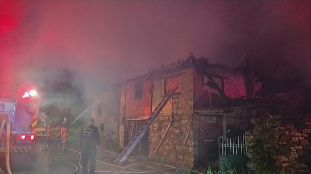 Denizlide 90 yaşındaki kişi evinde çıkan yangında öldü