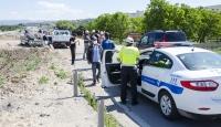Kahramankazan'da hafif ticari araç ile otomobil çarpıştı: 3 yaralı