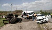 Sivas'ta otomobil ile traktör çarpıştı: 3 yaralı