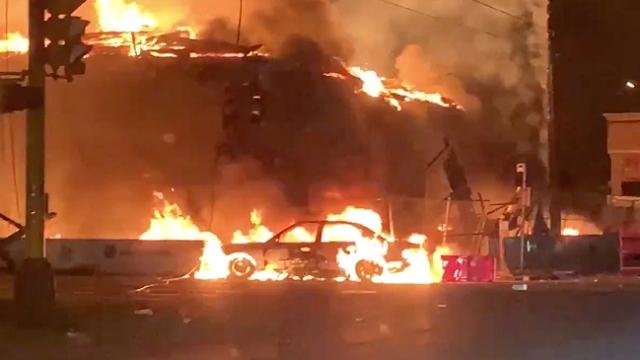 ABD'de gerilim artıyor: Binalar ateşe verildi, marketler yağmalandı