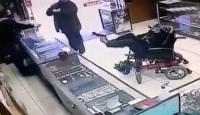 Engelli genç ayağı ile çektiği oyuncak silahla soygun düzenledi