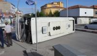 Karaman'da işçi servisiyle ticari taksi çarpıştı: 11 yaralı