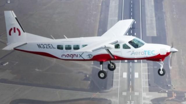 Dünyanın tamamı elektrikli en büyük uçağı ilk uçuşunu tamamladı