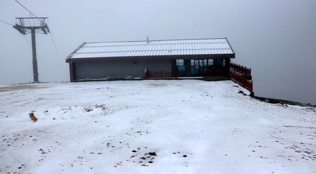 Ilgaz Dağı yağan karla beyaza büründü