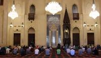 Lübnan'da yeniden açılan camilerde cuma namazı kılındı