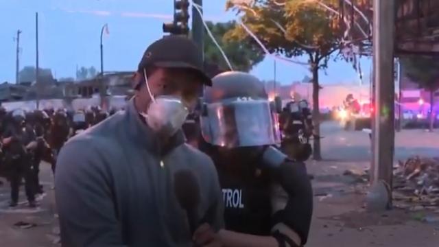 ABD polisi siyahi CNN muhabirini canlı yayında gözaltına aldı
